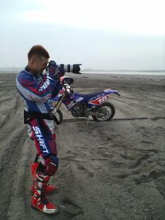 内山カメラマン